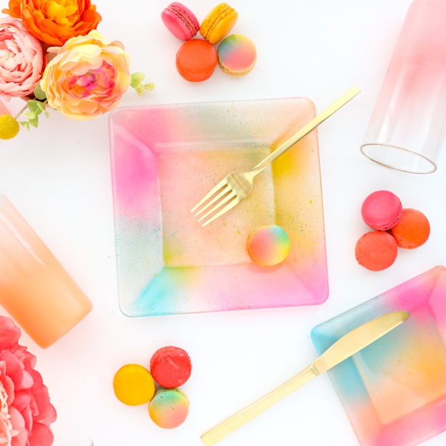 DIY colorful gradient glass plates (via akailochiclife.com)