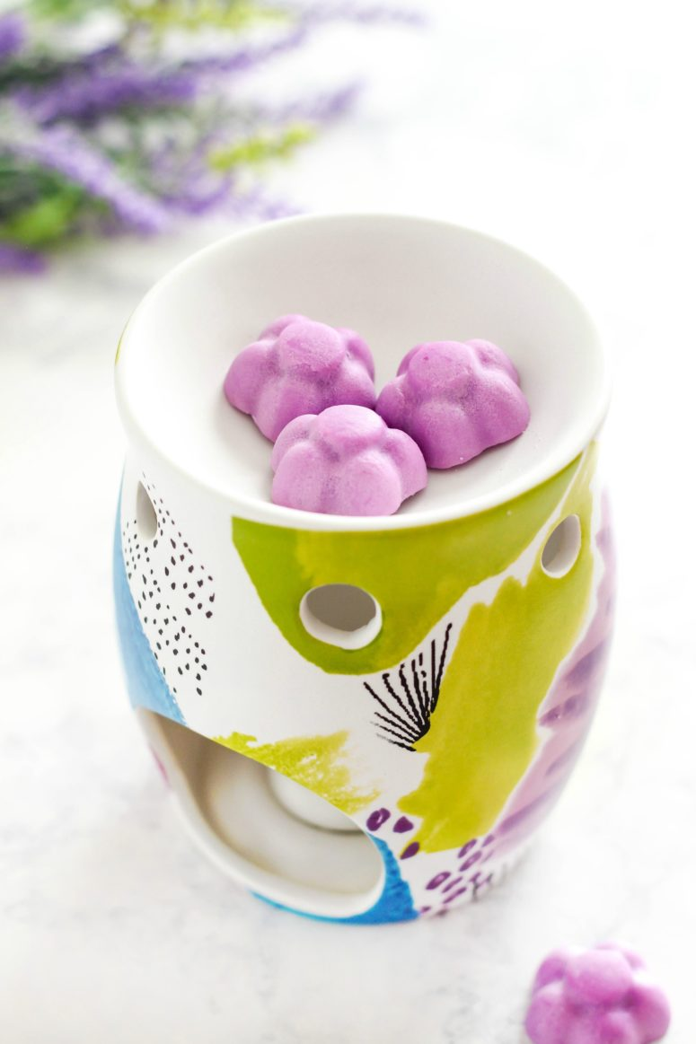 DIY lavender soy wax melts shaped as flowers (via www.purelykatie.com)