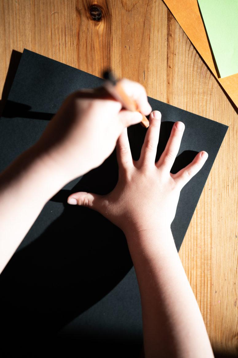 3 running paper spider crafts