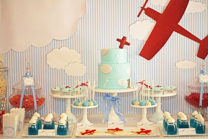 Aeroplane theme parties are amazing for little pilots or those who dream to become them