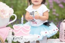 Alice In Wonderland is another cute and whimsy brithday party theme, here done in pink and blues