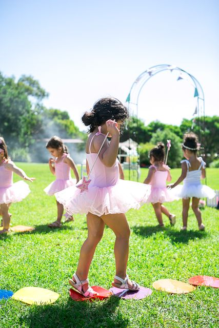 Ballet is one of favorite girls' birthday party themes, it's girlsh, cute and very chic