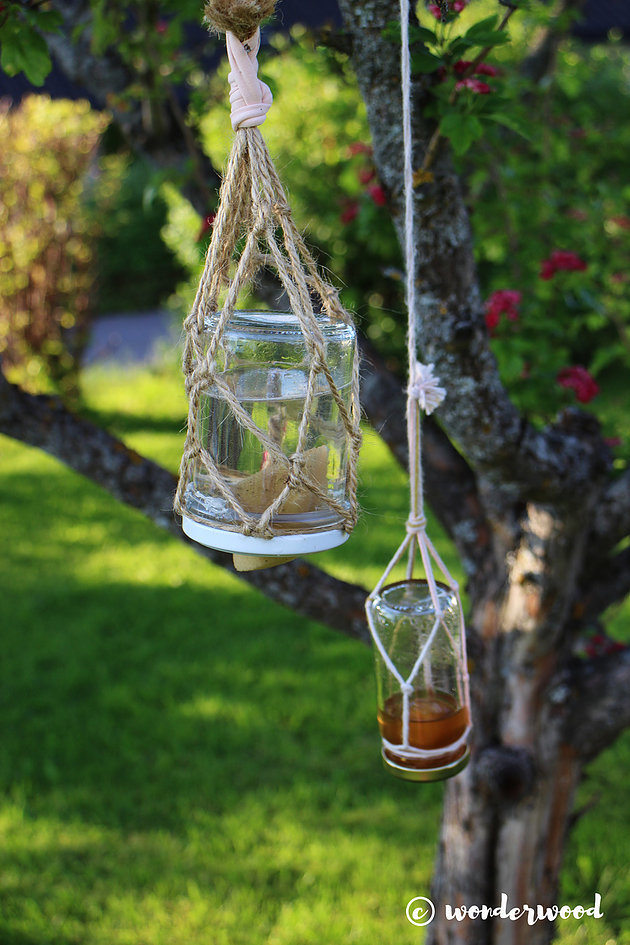 DIY simple nectar butterfly feeder in a jar (via www.wonderwood.no)