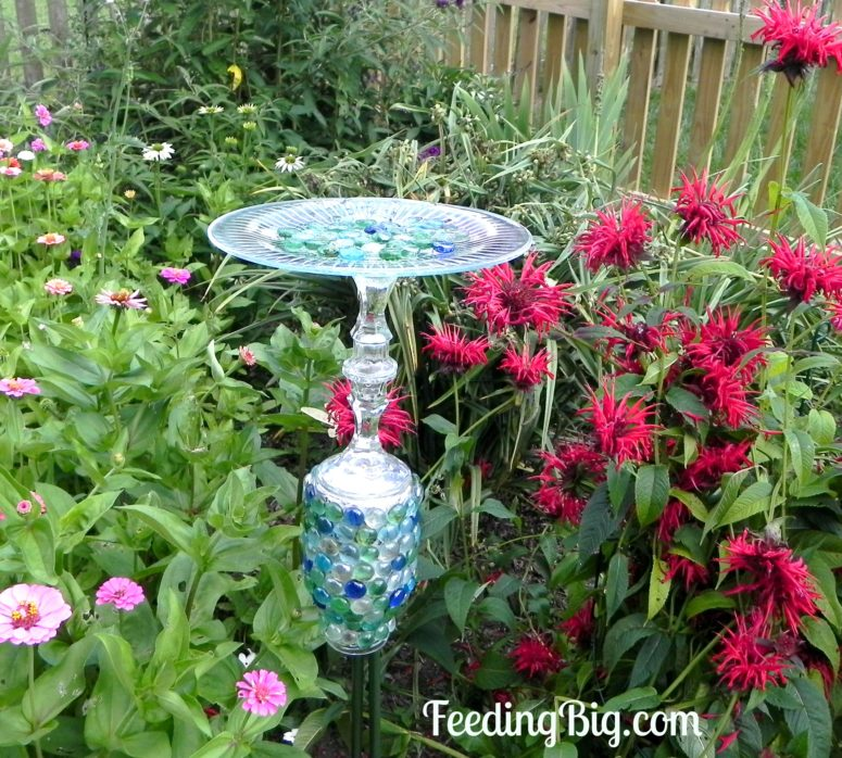 DIY colorful mosaic bird feeder (via feedingbig.com)