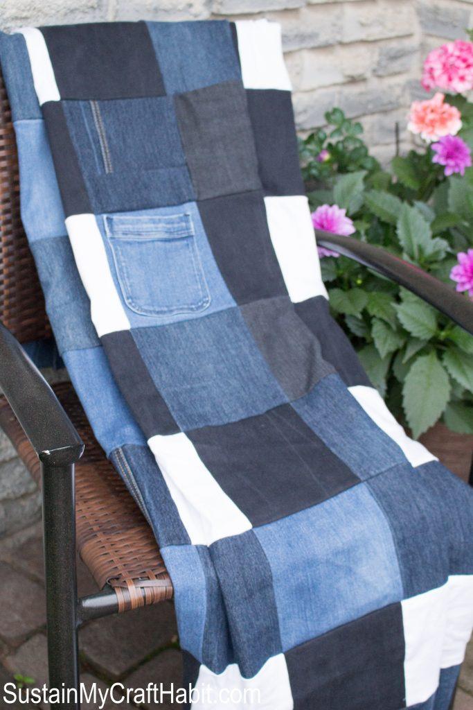 DIY old jeans picnic blanket (via sustainmycrafthabit.com)