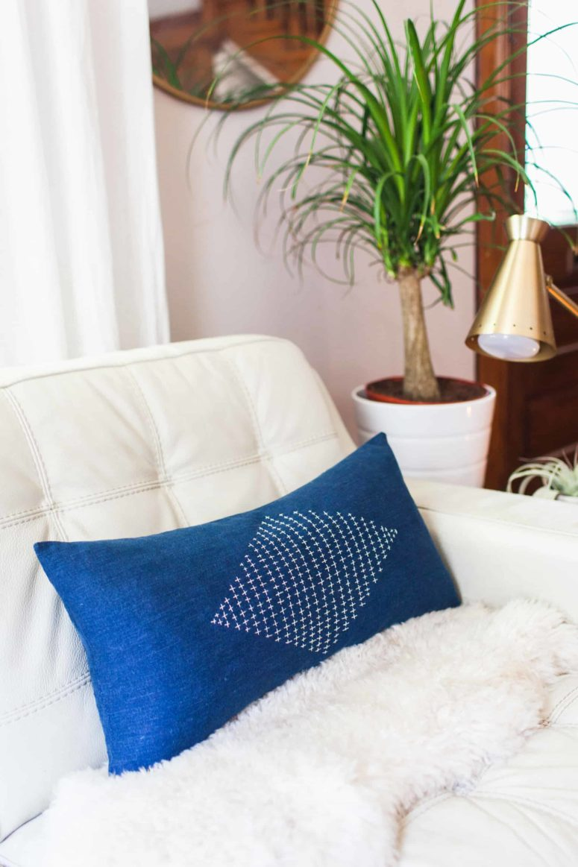 DIY denim Sashiko embroidered pillow (via abeautifulmess.com)