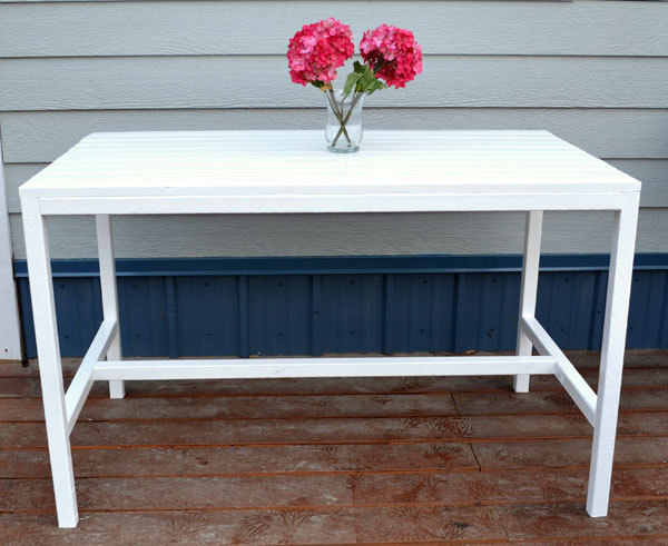 DIY inexpensive white coffee table for patios and terraces
