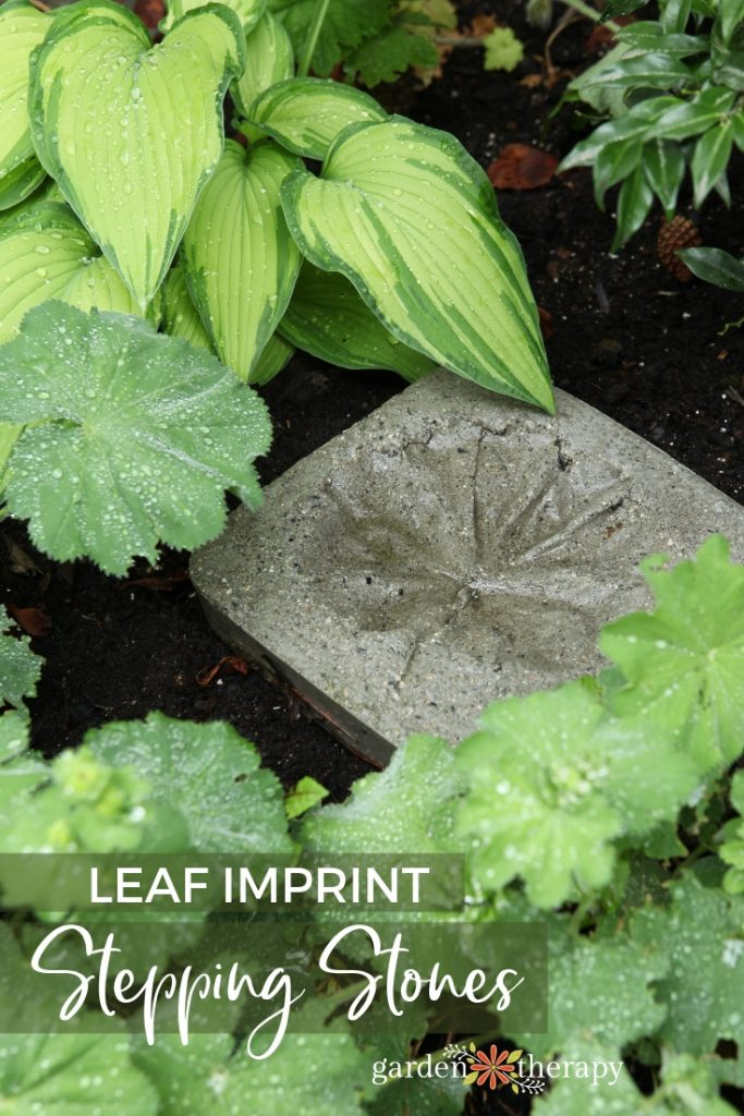 DIY leaf imprint concrete stepping stones for a natural feel (via gardentherapy.ca)