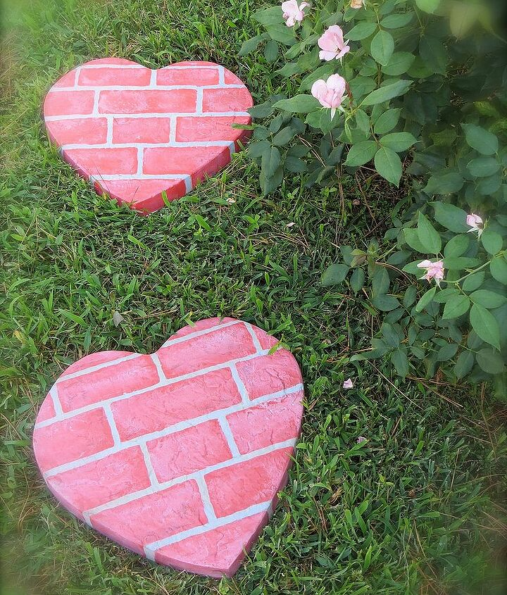 DIY concrete stepping stones imitating pink bricks (via www.hometalk.com)