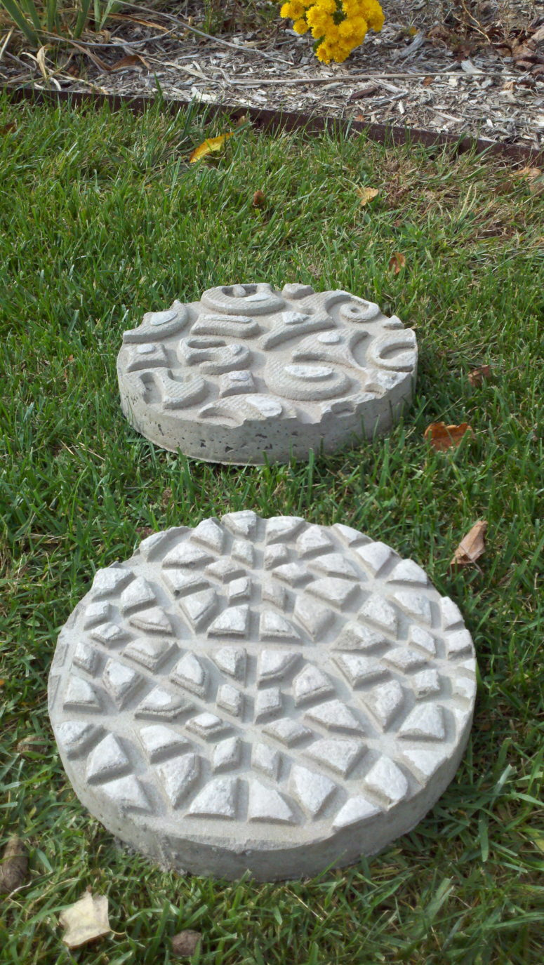 DIY concrete stepping stones embossed with doormats (via nancymizelle.wordpress.com)