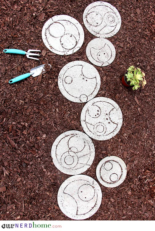 DIY Doctor Who stepping stones for geeks' gardens (via ournerdhome.com)