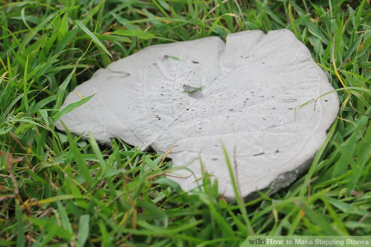 DIY leaf shaped concrete stepping stones (via www.wikihow.com)