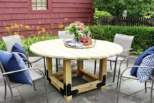 DIY non-stained round dining table
