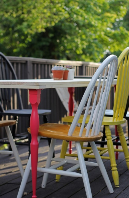 DIY simple outdoor dining table with colorful legs (via www.shelterness.com)