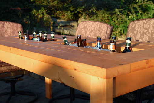 DIY outdoor dining table with a drink cooler (via www.domesticated-engineer.com)