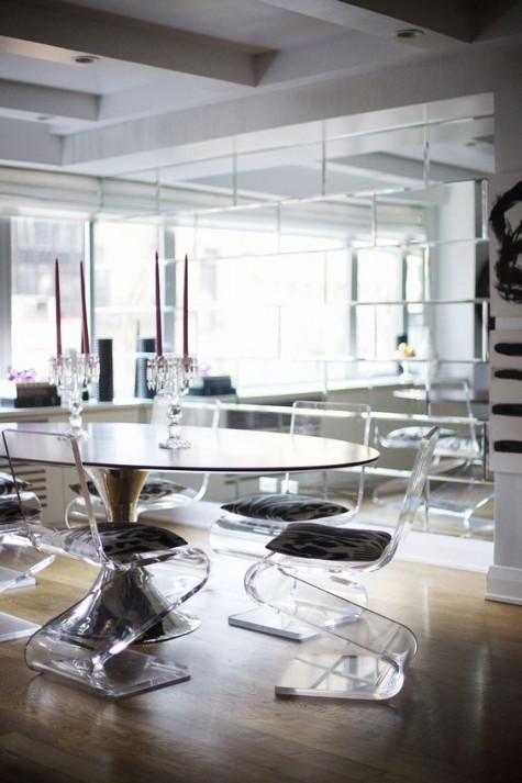 clear acrylic stools with an eye-catchy curved shape and upholstered seats for an ultimate dining space
