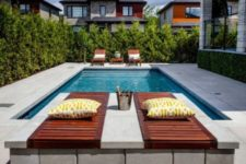 15 wooden loungers and wooden daybeds with pillows and cushions to relax are a great idea for a minimalist pool deck