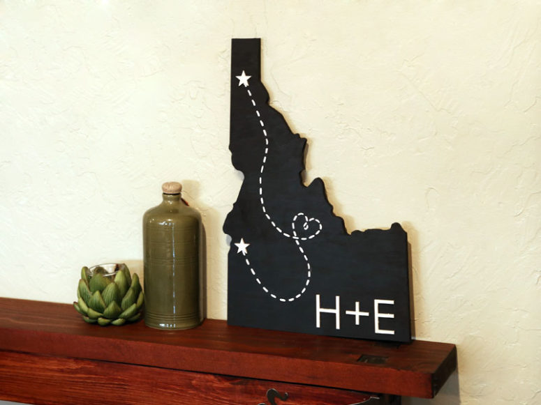 DIY chalkboard sweetheart state map art (via www.craftcuts.com)