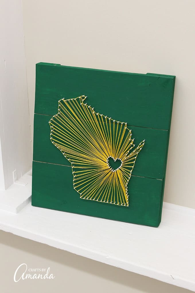 DIY emerald and gold state string art (via craftsbyamanda.com)
