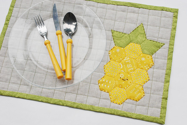 DIY hexagon pineapple placemat for summer (via wildolive.blogspot.com)