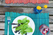 DIY dyed bamboo placemats for a tropical feel