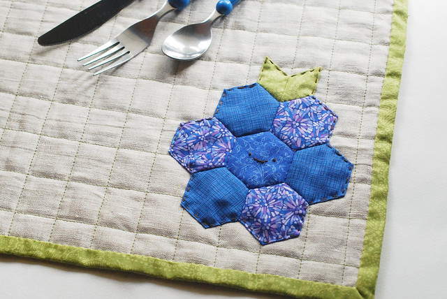 DIY hexagon blueberry or raspberry placemat (via wildolive.blogspot.com)