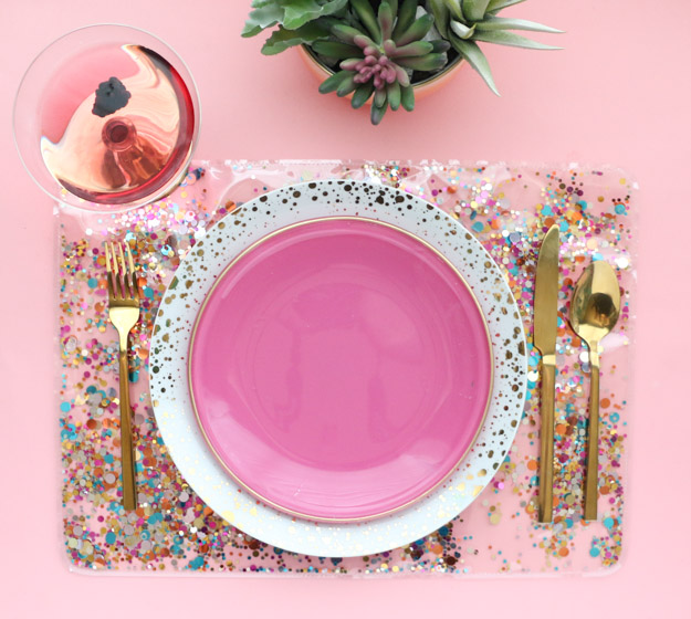 DIY clear confetti placemat (via akailochiclife.com)
