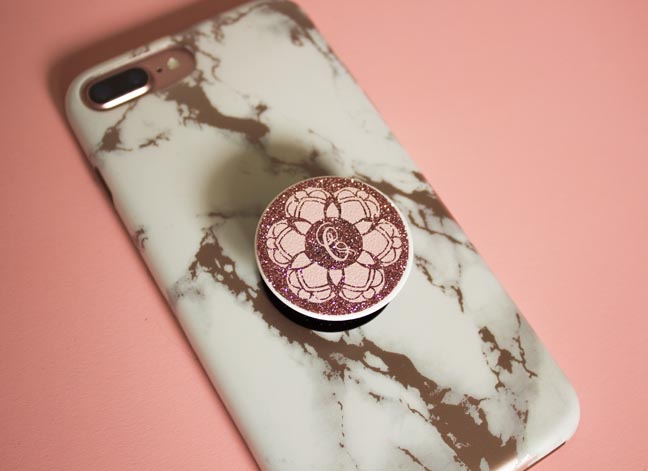 DIY mandala pop socket with glitter (via fontbundles.net)