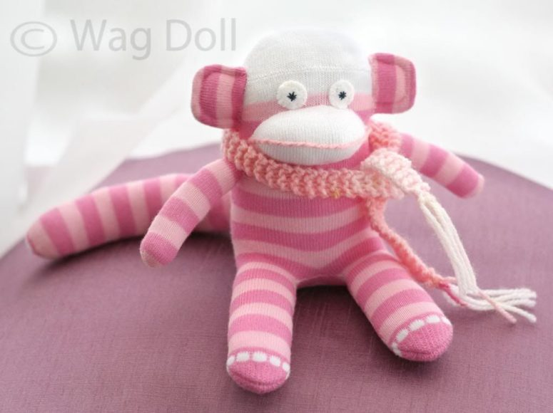 DIY colorful sock monkey plushie (via www.wagdoll.co.uk)