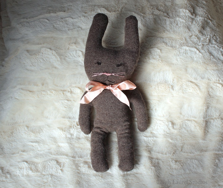 DIY cute bunny plushie of an old cashmere sweater (via www.leighlaurelstudios.com)