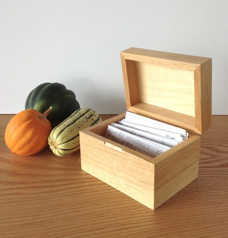 DIY simple wooden recipe box for beginners (via www.wwgoa.com)