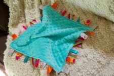 DIY lovely and colorful tag blanket