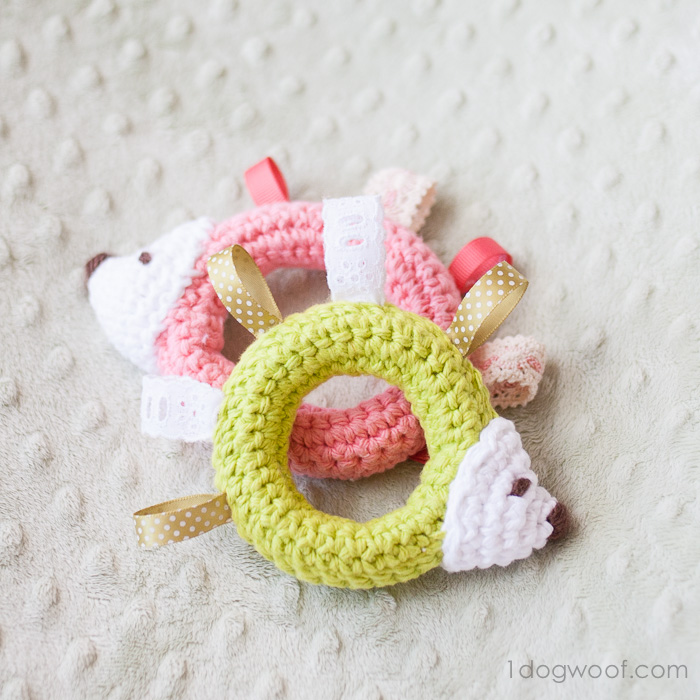 DIY crochet hedgehog teething and tag toy (via www.1dogwoof.com)
