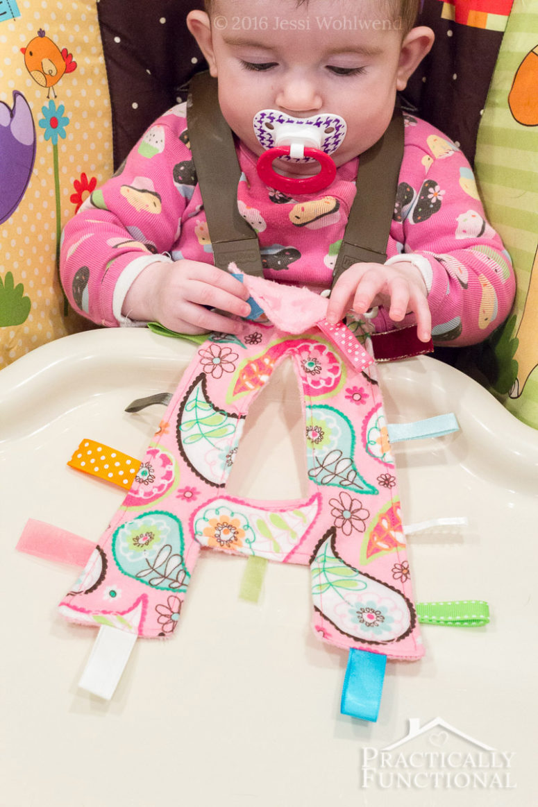 DIY crinkly monogram tag toy (via www.practicallyfunctional.com)