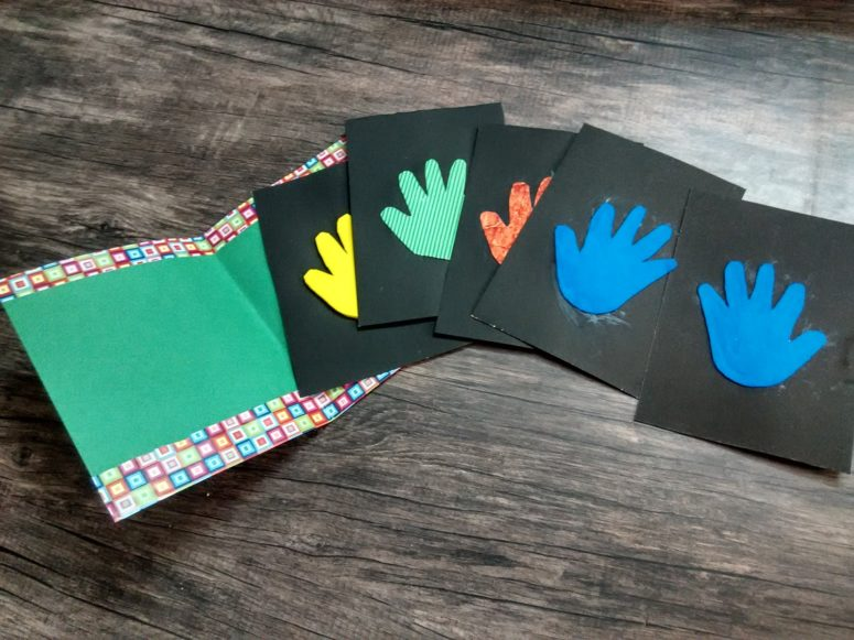 DIY touch and feel book for toddlers (via sonshinemumma.blogspot.com)