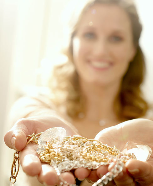 DIY jewelry cleaner with dishwashing liquid (via www.goodhousekeeping.co.za)