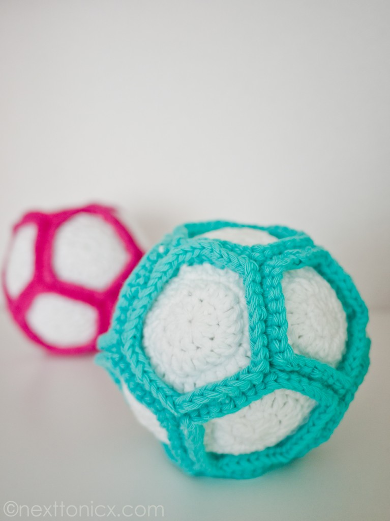 DIY colorful crochet rattle ball (via www.nexttonicx.com)