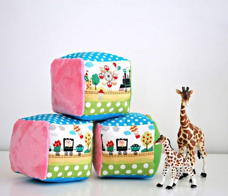 DIY soft and colorful rattle blocks (via whileshenaps.com)