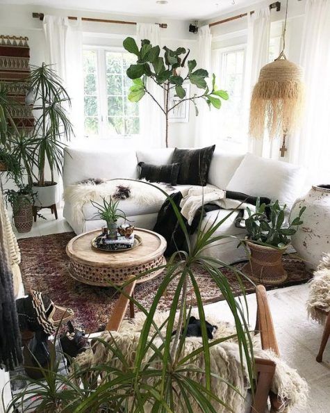 a fringe lampshade is a must for a good boho interior