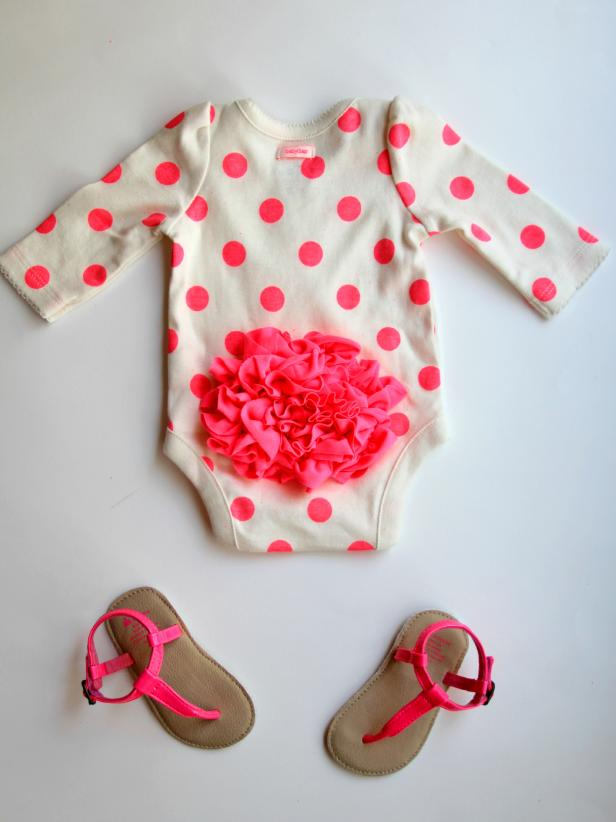 DIY polka dot ruffle bottom onesie (via www.diynetwork.com)