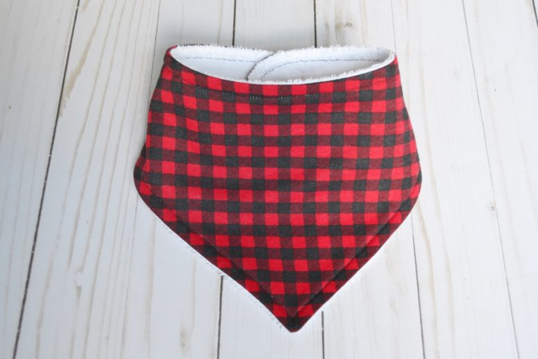 DIY plaid bandana bib for a touch of coziness (via www.marymarthamama.com)