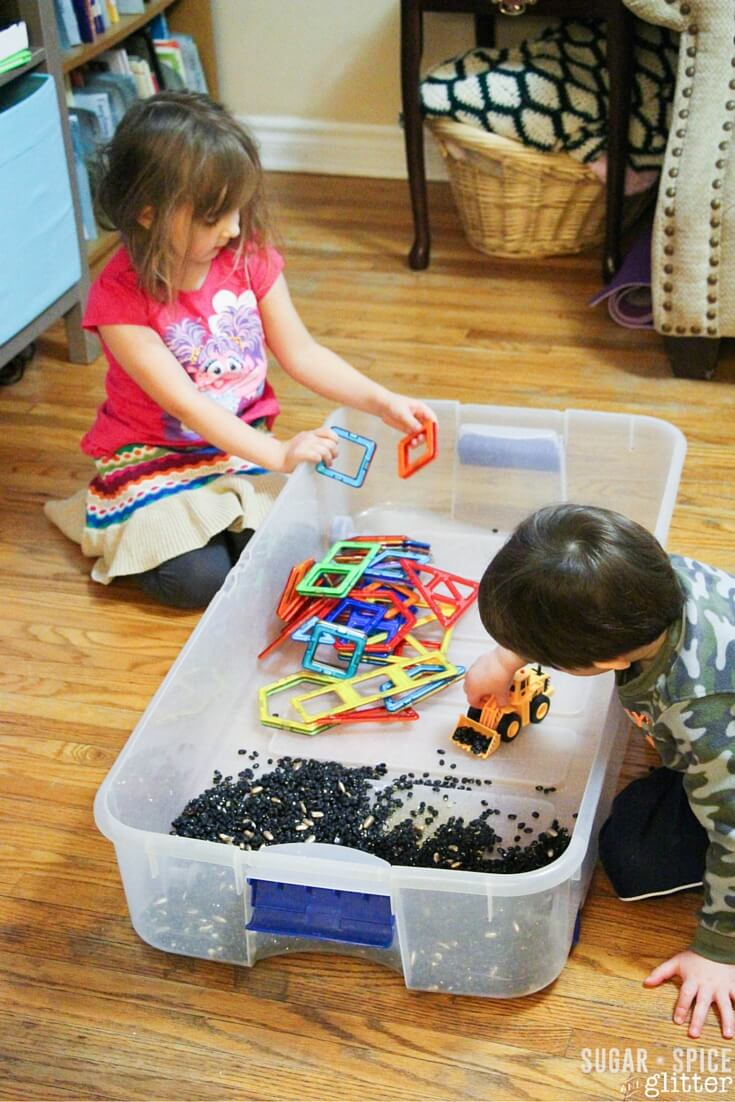 DIY construction sensory bin (via sugarspiceandglitter.com)