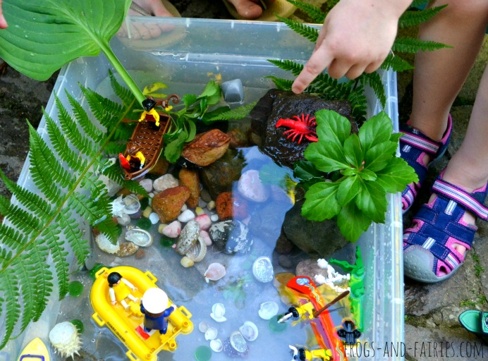 DIY ocean adventure sensory bin with LEGOs (via frogs-and-fairies.com)