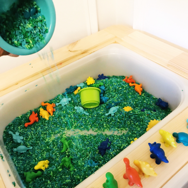 DIY dyed rice and dinosaur sensory bin (via blog.learningresources.com)