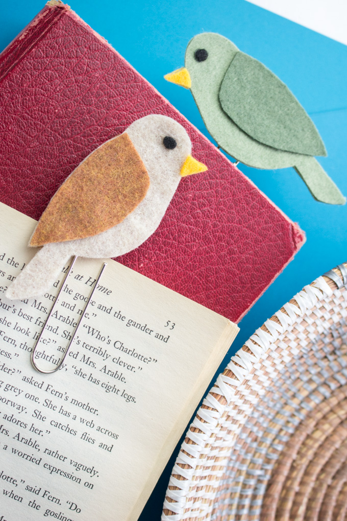 DIY felt bird paper clips as bookmarks (via sustainmycrafthabit.com)