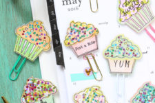 DIY paper clips with sparkly cupcakes on top