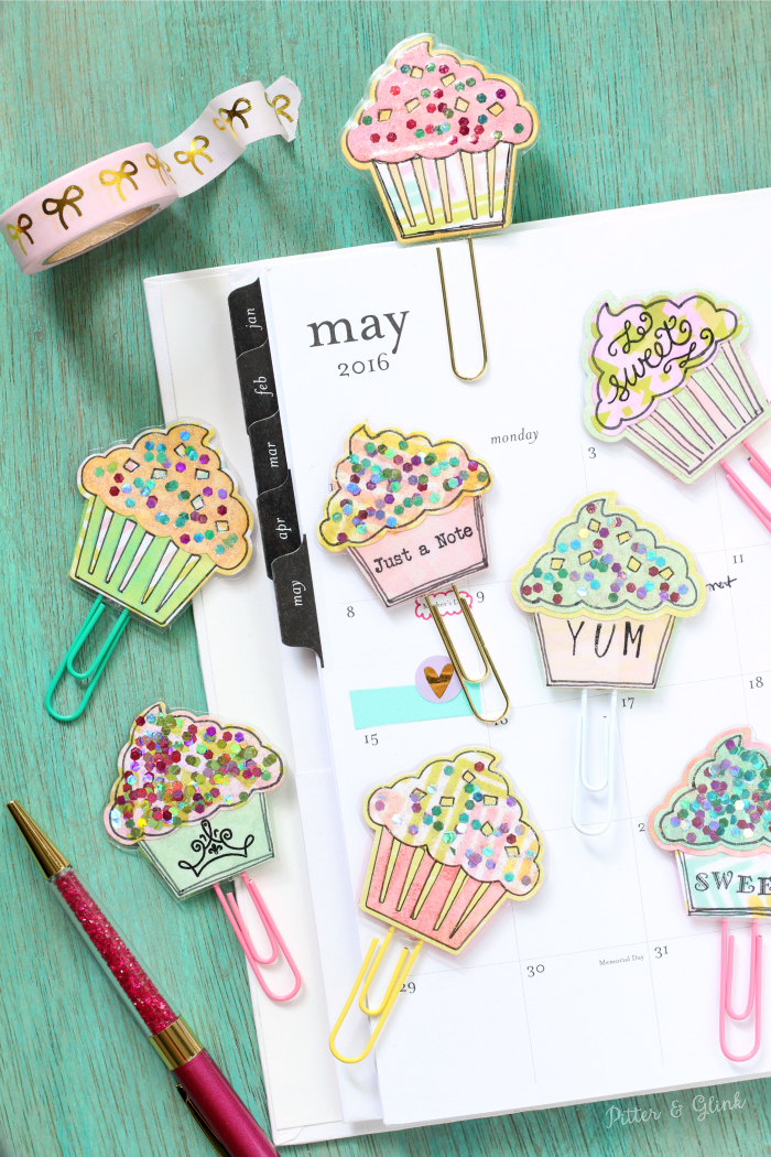 DIY paper clips with sparkly cupcakes on top (via www.pitterandglink.com)