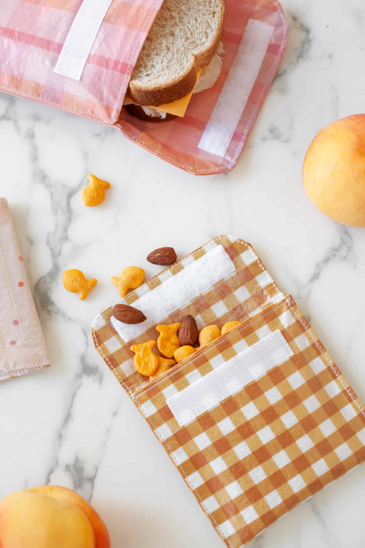 DIY plaid reusable sandwich bags (via abeautifulmess.com)