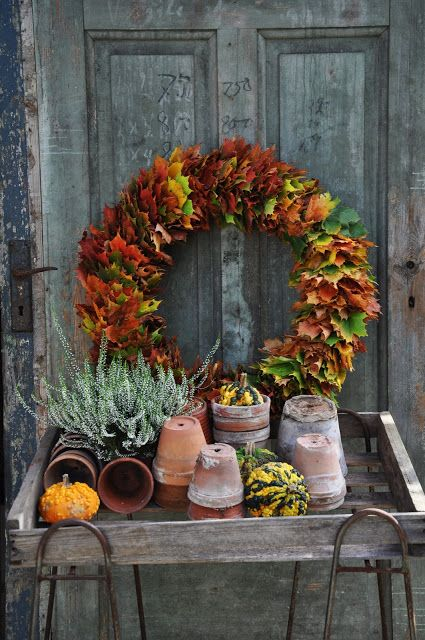 make a chic and bold fall leaf wreath using only leaves and wire - you won't need more for a modern look