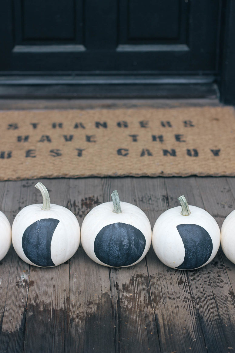 DIY black and white moon phase pumpkins (via www.homemadebanana.com)
